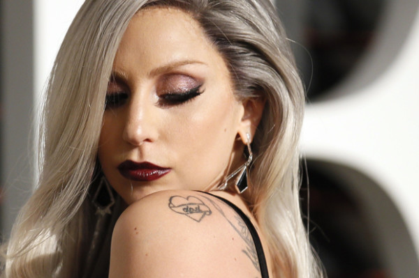 Lady Gaga arrives at the 2015 Vanity Fair Oscar Party in Beverly Hills, California February 22, 2015. REUTERS/Danny Moloshok (UNITED STATES - Tags:ENTERTAINMENT) (VANITYFAIR-ARRIVALS) - RTR4QQHR